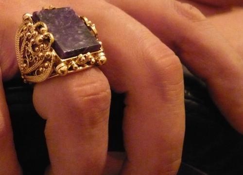 печатки для мужчин из золота фото на руке